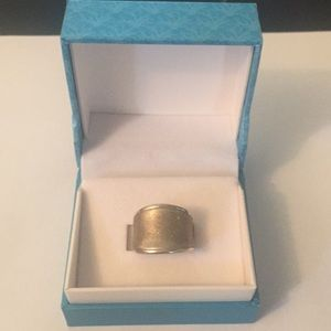 Jewelry - Wide band sliver ring